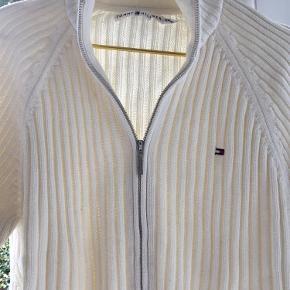 Varetype: cardigan Størrelse: XXL Farve: Creme Prisen angivet er inklusiv forsendelse.