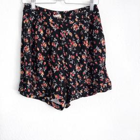 American Vintage shorts   størrelse: M   pris: 250 kr   fragt: 37 kr