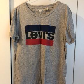 Levis t-shirt. Brugt få gange. Str. S