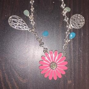 Næsten ny halskæde fra pilgrim - brugt en enkelt gang. Kæden er ca 40 cm lang