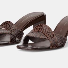 Brune højhælede sandaler med dyreprint , str 38 - kun brugt én enkelt aften :-) BYD gerne .   #retro #vintage