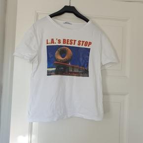 Zara t-shirt til salg  Købt på udsalg