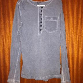 PompDeLux dueblå bluse str 134-140 cm.