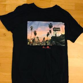Fed bershka T-shirt  Købt i LA   Tjek også gerne mine andre annoncer ud! :) Mængderabat kan finde sted ;)  #30dayssellout