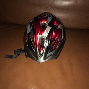 Cykel hjelm fra T-Hansen.  Købt for 6 måneder siden fremstår som ny aldrig brugt.