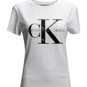 Varetype: T-shirt Farve: Hvid Oprindelig købspris: 400 kr.