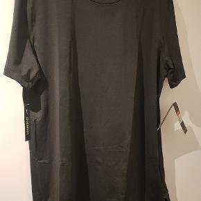 Nike Dri Fit t-shirt med mærker. Aldrig brugt, købt for stor