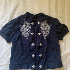 Kinesisk bluse / skjorte 😄 Lille i str. vil sige at den fitter en str. m BARE BYD 😊