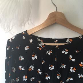Så flot, Ganni inspireret kjole   🌻Jeg sælger tæt på alt tøj til 10kr, i håb om at det finder et nyt hjem hurtigere. Kig forbi! 🌻