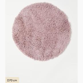 H&M Home flot bademåtte. Helt ny, aldrig brugt.  Diameter: 70cm   Original pris på hjemmeside: 200kr