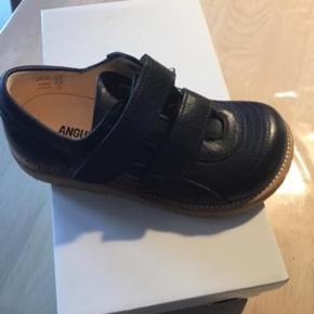 Nye angulus sko str 30. Mørkeblå   Nypris 800,-   Kun 300,-    Fri fragt i denne weekend  Kan også afhentes i Kolding