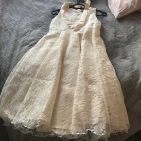 Flot helt ny kjolen aldrig brugt kun prøvet på