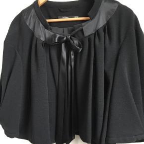Varetype: Jakke Farve: Sort  Så fin lille jakke fra InWear. Meget fin stand.