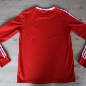 Rigtig fin langærmet T-shirts fra Adidas :)