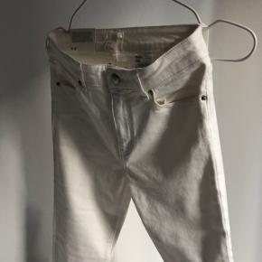 ▫️H&M White jeans ▫️Cropped hems, regular waist  ▫️Size: 36