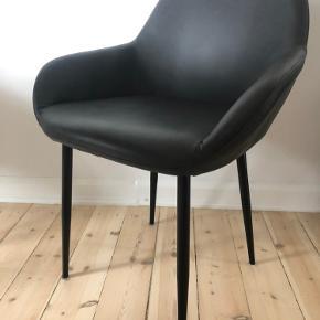 Sælger 4 af disse læder stole fra ILVA. De er mørkegrå og kostede ca. 1599 i nypris.  Mp. 850 stk.