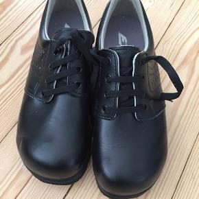 Arbejds sko aldrig brugt  Fejl køb  38  Nye pris 800  300