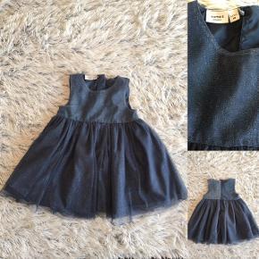 Name it kjole i str. 86 brugt 1 gang er så smuk i marineblå med glimmer i.   Sender selvfølgelig gerne hvis du betaler porto.