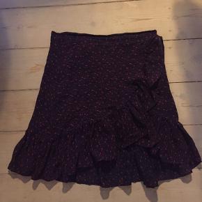 Smuk nederdel fra Custommade brugt få gange i str. 34 🌼