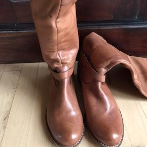 Støvlerne er fra den hollandske sko specialist.