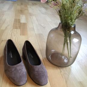 Pavement sko i en flot nougatfarve, som nye. Pris 200 kr plus Porto