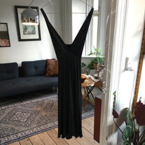 Zara kjole M - sidder super godt. Brugt een gang til nytår