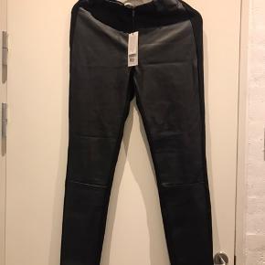 Læder look leggings - foran læder look og bagpå Jersey  Aldrig brugt - ny pris 500 kr