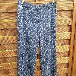 Helt nye bukser fra Heartmade i det smukkeste print. De er så bløde (men bare for små til mig)