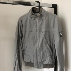 Moncler jakke  Størrelse 1, svarer cirka til medium  Rigtig fin stsnd