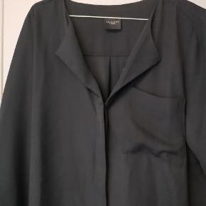 Sort skjorte løs siddende