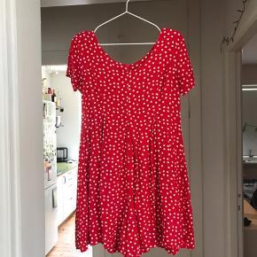 Købt i en vintagebutik i Los Angeles  Ligner en kjole, men er en buksedragt Den har super fine folder og er figursyet