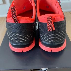 Brugt få gange. Måler 25,5 cm indeni let model Nike free 5,0