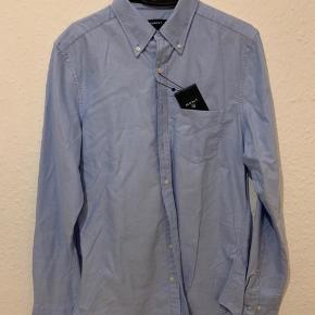 Helt ny GANT skjorte med prismærke. Nypris er 800 kr.  #trendsalesfund