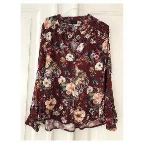 Fineste skjorte  Se også mine andre annoncer eller følg mig på Instagram @2nd_love_preowned_fashion