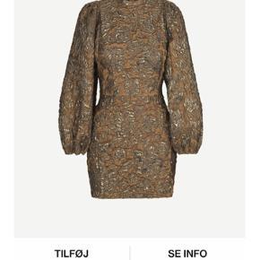 Sælger min fine kjole fra Samsøe Samsøe, hvor mærket er klippet af men aldrig er brugt🤎  Kom med et bud! Np: 1200