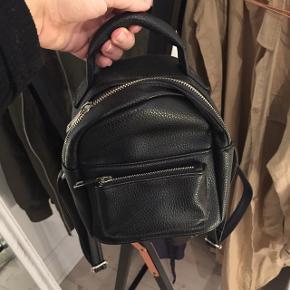 Sød lille rygsæk/bagpack fra Bershka. Aldrig brugt
