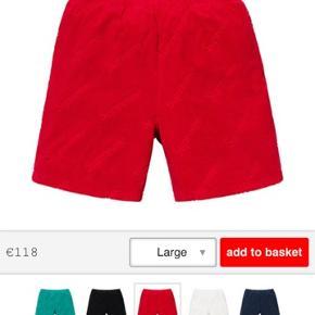Sælger disse vildt fede shorts fra supreme SS19 week 18  Helt nye + kvit  Byd kun seriøst