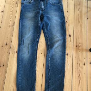 Fede blå Tiger og Sweden jeans. Det er kun vasket 2 gange, og derfor i rigtig god stand.  Str. 32/34.