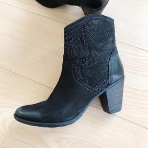 Fedeste støvler med hæl fra Tamaris. Aldrig brugt