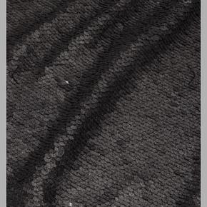 Så fin kort nederdel fra Custommade. Aldrig brugt da den desværre er lidt for stor i livet. Nypris: 1200,-