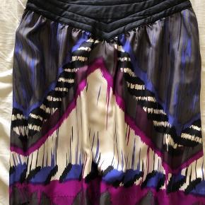 Smuk nederdel i 100% silke, super fin stand.