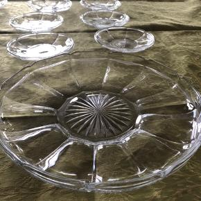 Fyns glasværk, Chippendales, Lagkage fad og 6 små tallerkner, sælges samlet. Jeg har 2 sæt, det ene fad har lille kant, det andet er helt fladt.