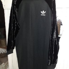 Adidas kjole eller nederdel