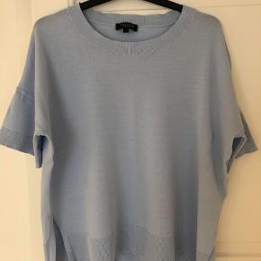 Sælger denne fine trøje fra Selected Femme str. L - passer også m. Ikke brugt mange gange, og er derfor i helt fin stand.  Nypris var 400kr.  BYD