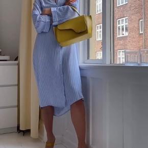 Super fed kjole fra Modström, som kan styles på flere forskellige måder