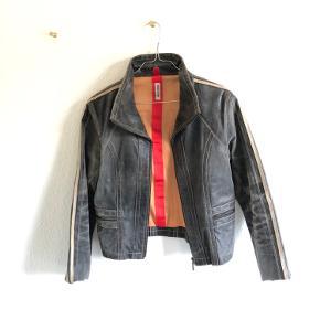 Lækker Goldstein læder jakke, har slidt look, fejler intet :)  Køber betaler fragten