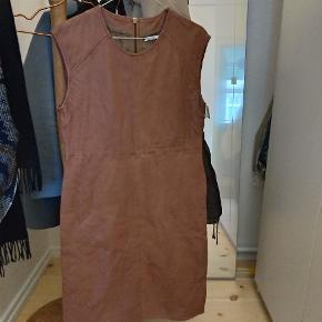 Super smuk gammelrosa læder kjole