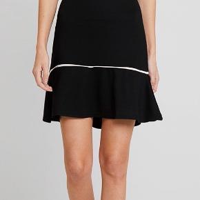 Super smuk nederdel fra Anna Field. Har elastik i taljen. Sælges udelukkende fordi den blev købt i en forkert størrelse. Den er brugt meget lidt og er kun blevet vasket en enkelt gang og er derfor i super stand. Den er fra et røgfrit hjem!