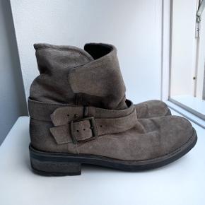 Tamaris vinterstøvler str. 39. Brugt få gange.