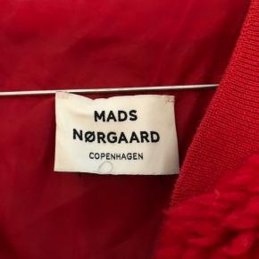 Sælger min jakke fra Mads Nørgaard, ca. 1 år gammel og brugt få gange. Den er i god stand og super fin ✨